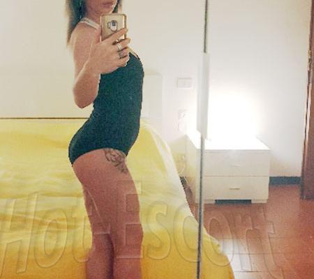Antonia escort girl
