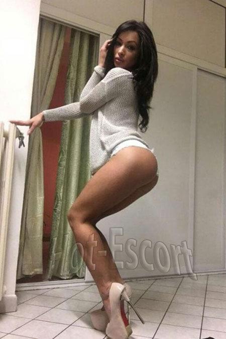Rosy sexy escort girl