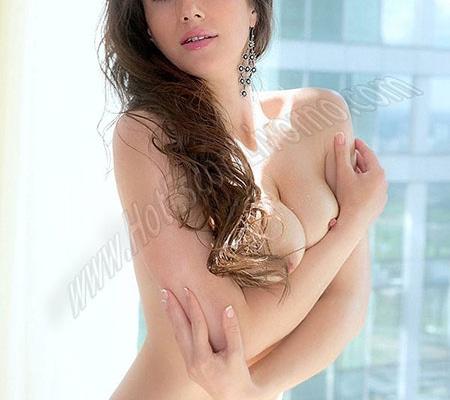 Kira escort girl